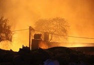 Công nhân vứt tàn thuốc khiến công ty rộng 1.000 m2 bị thiêu rụi