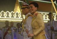 Không chỉ có quyền lực, Hoàng hậu Thái Lan còn thể hiện là người phụ nữ được Vua yêu nhất qua chi tiết này