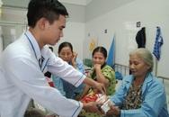 Mưa bão làm nhiều cơ sở y tế ở Huế bị thấm dột, tốc mái nhà, ngập nước