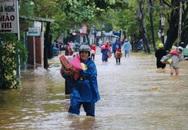 Đường phố Huế lại ngập chìm trong nước