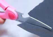 Cách nhanh nhất để biến kéo vừa cùn vừa rỉ sét trở nên sắc lẹm mà không cần đá mài