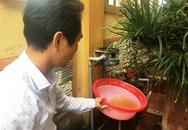Hoang mang khi nước bẩn phun ra từ đường ống nước sạch