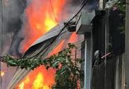 Hà Nội: Cháy kinh hoàng tại nhà dân, hàng xóm hốt hoảng bỏ chạy