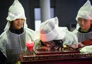 Vợ con khóc nghẹn trong lễ tang NSƯT Vũ Mạnh Dũng