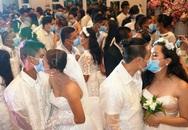 Hàng trăm cặp đôi đeo khẩu trang cưới tập thể ở Philippines