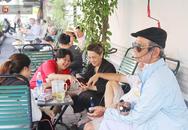 """Cụ ông Sài Gòn mỗi ngày chạy xe 50km """"bán"""" quần áo giá... 0 đồng"""