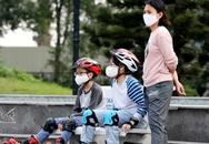 Bác sĩ Nhi giải đáp một loạt thắc mắc cho cha mẹ về việc chăm con trong mùa dịch COVID-19