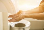 Sử dụng nhà vệ sinh công cộng trong mùa dịch phải chú ý 8 điểm này