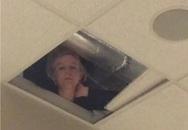 """Hí hửng vì không có giáo viên trông coi trong giờ kiểm tra, học sinh nhìn lên trần nhà thì thấy cảnh """"hú vía"""""""