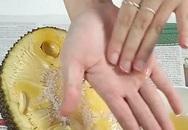Bàn tay dính mủ trái cây bạn đừng rửa bằng xà phòng mà vô ích,  đây là cách loại bỏ chúng khỏi tay