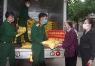 Cụ bà hơn 100 tuổi ở Hà Tĩnh dùng tiền tiết kiệm mua 2 tấn gạo hỗ trợ khu cách ly