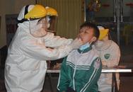 ẢNH: 35 đội cơ động xuyên đêm lấy mẫu xét nghiệm gần 1.700 người ở Hạ Lôi, Mê Linh