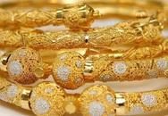 Giá vàng hôm nay 2/4: Tiếp tục giảm mạnh ngược chiều thế giới