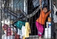 """""""Quả bom hẹn giờ"""" khiến Ấn Độ có nguy cơ """"vỡ trận"""" vì Covid-19: Khu ổ chuột lớn nhất châu Á với hơn 1 triệu dân, 80 người phải chung nhau một nhà vệ sinh"""