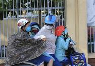 Không bán trú, tan trường lúc 4 giờ chiều, học sinh Hà Nội khốn khổ vì nắng nóng