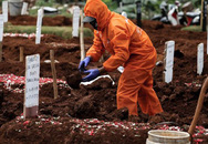15 người nhiễm COVID-19 vì mở quan tài tắm cho người chết