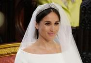 Chi tiết khiến Nữ hoàng 'lấn cấn' về váy cưới của Meghan