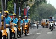 Nhân viên bưu điện xuống đường vận động người dân tham gia BHXH