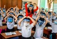 """Thứ trưởng Bộ GD&ĐT: """"Không có hướng dẫn nào học sinh phải đeo tấm chắn giọt bắn"""""""