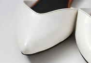 Bôi nước tẩy sơn móng tay lên chiếc giày da yêu thích nhưng bị xước tùm lum, kết quả sau đó sẽ khiến bạn phải ngạc nhiên