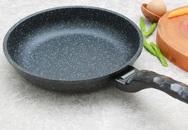 Mua chảo chống dính về đừng bỏ qua thao tác này trước khi đun nấu