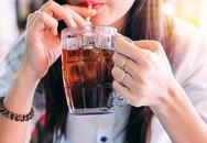 Cô gái mới 27 tuổi đã bị đục thủy tinh thể, nguyên nhân là do thường xuyên uống loại nước giải khát mà giới trẻ rất ưa thích