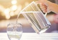 Bé 11 tuổi tử vong vì bị bố mẹ ép uống quá nhiều nước, nhớ ngay việc cần làm sau khi bổ sung nước ngày hè nóng bức