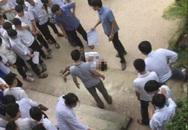 Nam sinh lớp 10 bất ngờ nhảy từ tầng 2 xuống sân trường, phát hiện mấy ngày qua có dấu hiệu bất thường