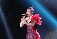 Hồ Quỳnh Hương trở lại sân khấu sau thời gian dài vắng bóng, biểu diễn thăng hoa