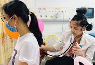Hiện thực ước mơ làm bác sĩ cho cô bé bị ung thư xương
