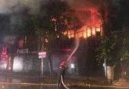 Nghệ An: Quán bar cháy dữ dội lúc rạng sáng