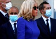 Vợ Tổng thống Pháp gây tranh cãi khi đi dự sự kiện cùng chồng nhưng không đeo khẩu trang