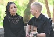 Danh hài Thúy Nga được nhạc công Mỹ đệm đàn hát