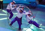 Ảnh đẹp: Chiến sĩ Hải quân nhào lộn trên sân khấu xiếc