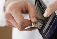 Tự tiện lục ví lấy tiền của chồng là vợ tự hạ thấp mình