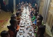 Bữa liên hoan bằng mì gà của 34 học sinh giữa đỉnh trời