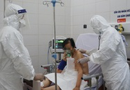 [Nhật ký từ tâm dịch Đà Nẵng]: Theo chân bác sĩ vào điều trị bệnh nhân mắc COVID-19 nặng