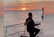 Tặng bạn gái 'cú lừa' khi cầu hôn trên biển