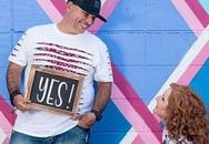 Cặp vợ chồng Mỹ chụp ảnh kỷ niệm ngày ly hôn