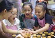 Trẻ nhỏ thích ăn bánh trung thu nhưng không phải bố mẹ nào cũng biết ăn sao để tốt cho sức khỏe của con