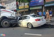 Xe container tông ôtô BMW ở TP.HCM