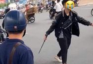 Giữ một đối tượng trong nhóm va chạm giao thông với người phụ nữ có thai, đập phá xe người đi đường