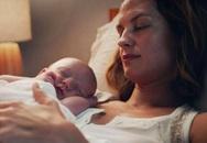 Cha mẹ cho con ngủ chung giường tưởng tốt hóa ra hại cả mẹ lẫn con