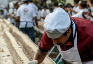 Nghệ nhân Ấn Độ làm bánh 27 tấn dài nhất thế giới để phá kỷ lục của TQ