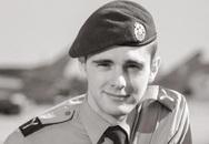 1 năm mất 3 người thân, cựu phi công rời Không quân Hoàng gia Anh, cùng chồn cưng du lịch khắp thế giới