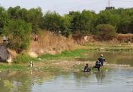 Người thân khóc ngất khi 2 cháu bé trượt chân xuống hồ nước sâu tử vong ngày đầu năm
