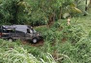 Lao xuống vực sâu, 2 người trên xe Limousine trọng thương