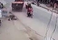 Cú bẻ lái tài tình củatài xế xe tải tránh thương vong cho nhiều người