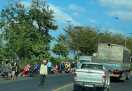 Va chạm với xe tải trên đường Hồ Chí Minh, 2 thanh niên thương vong