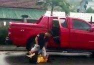 Túm tóc, đánh vợ cũ chấn động não rồi lên xe bán tải bỏ chạy